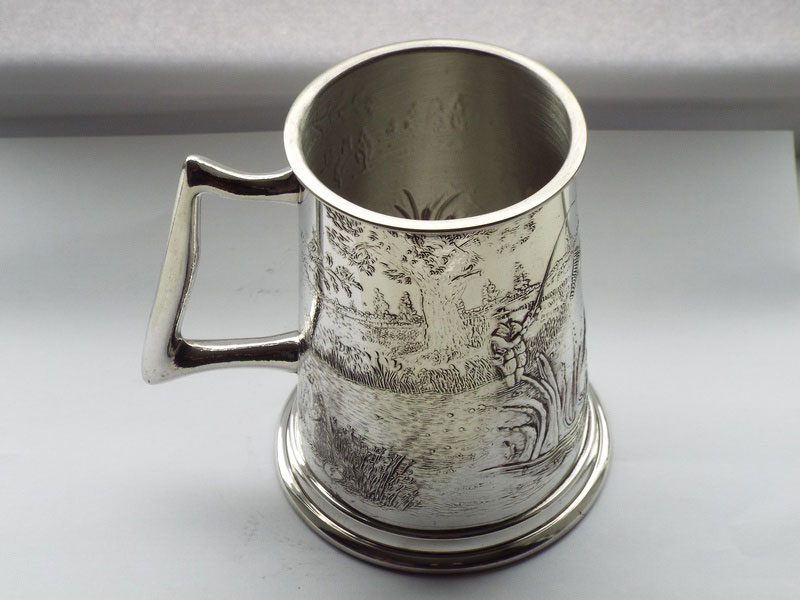 1 Pint Embossed All Round Fishing Scene Pewter Tankard (T021)